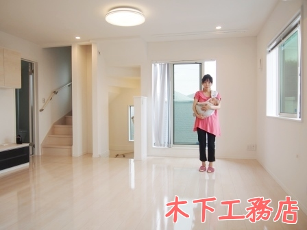 世田谷区の新築戸建住宅へUVフロアコーティングを施工!木下工務店