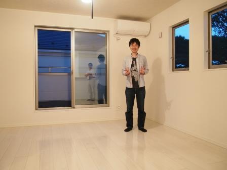 横浜ランドマークタワー&アトムフィットへUVフロアコーティング施工