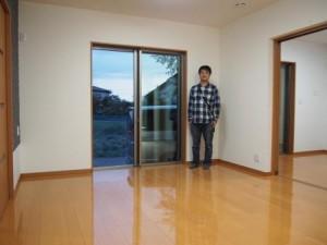 タマホームの新築戸建住宅へUVフロアコーティングを施工