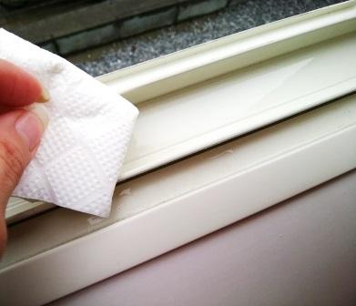 今日の小掃除 ― 窓サッシ ー