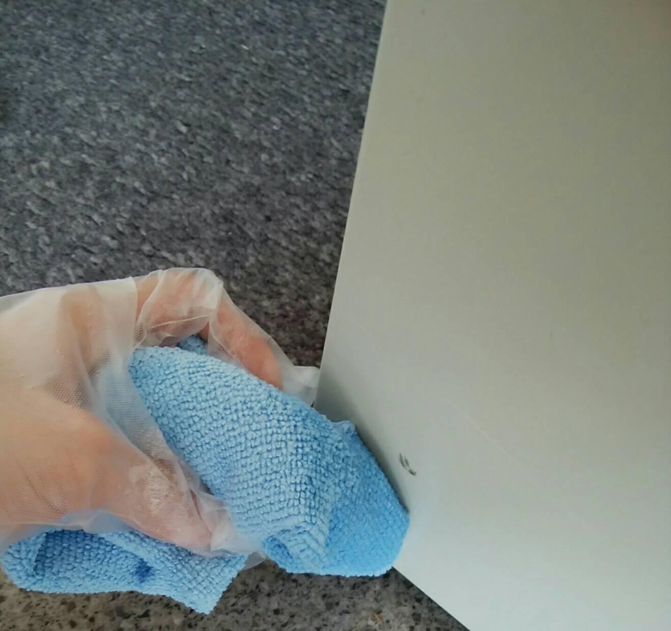 今日の小掃除 ー 事務所の受付カウンター ー